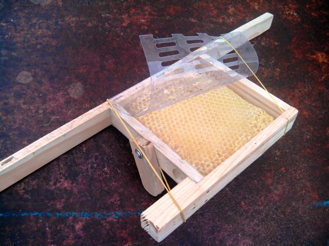 кліточка для підсадки ШО маток відкрита.jpg